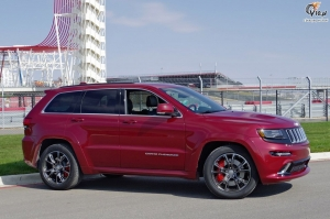 jeep_grand_cherokee_srt8_2014_ride_01
